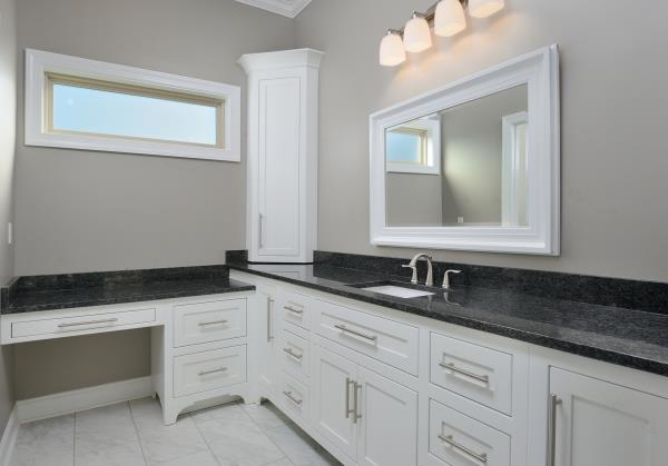 mbr her vanity by DFD House Plans
